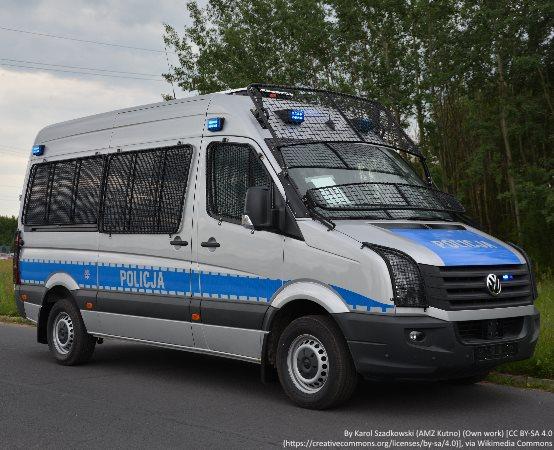 Policja Giżycko: 36-latek będąc pod wpływem alkoholu wszczynał awantury z rodzicami. Policjanci zatrzymali mężczyznę i wszczęli procedurę Niebieskiej Karty.